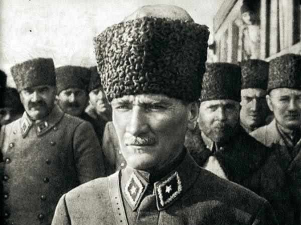 """""""Asker ve Devlet Adamı Atatürk"""" Panelinden Atatürk Resimleri"""