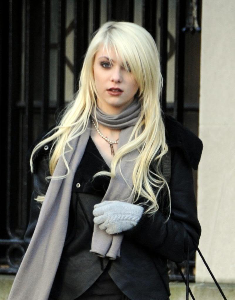 "TaylorMomsen3 zps0c55ab03 - Gossip Girl ""Taylor Momsen"" Resimleri"