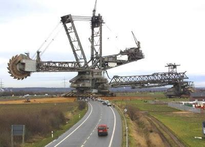 Alman Yapımı Dünyanın En Büyük İş Makinesi