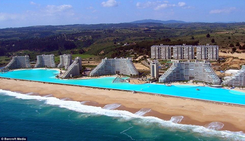 Dünyanın En Büyük Havuzu Şili'de