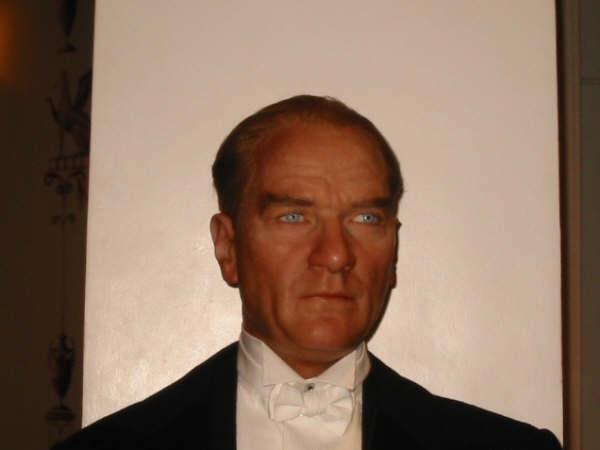 """Madame Tussauds Müzesindeki Bal Mumu """"Atatürk"""" Heykeli - mustafa-kemal-ataturk-yuce-atam"""