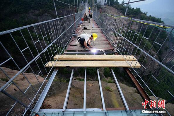 """china cam kopru1 zpsibvsugjw - Dünyanın En Uzun Cam Köprüsü """"Cesur İnsanlar Köprüsü"""""""