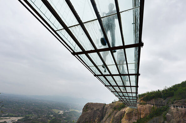 """china cam kopru2 zpsvsrrajbl - Dünyanın En Uzun Cam Köprüsü """"Cesur İnsanlar Köprüsü"""""""