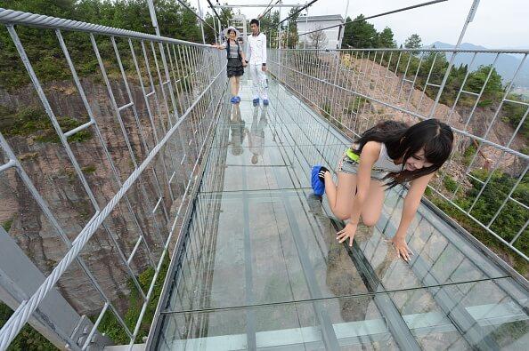 """Dünyanın En Uzun Cam Köprüsü """"Cesur İnsanlar Köprüsü"""""""