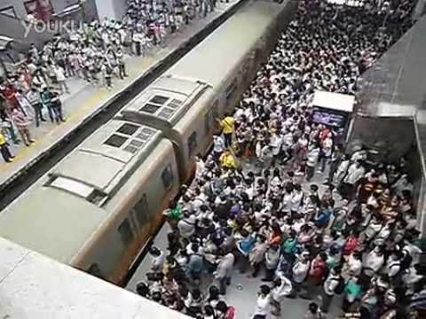 Çinliler Hergün Metroya Böyle Biniyor!